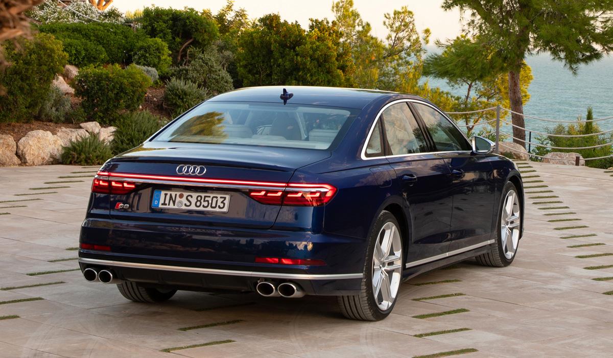 На российский рынок выходит новый седан Audi S8