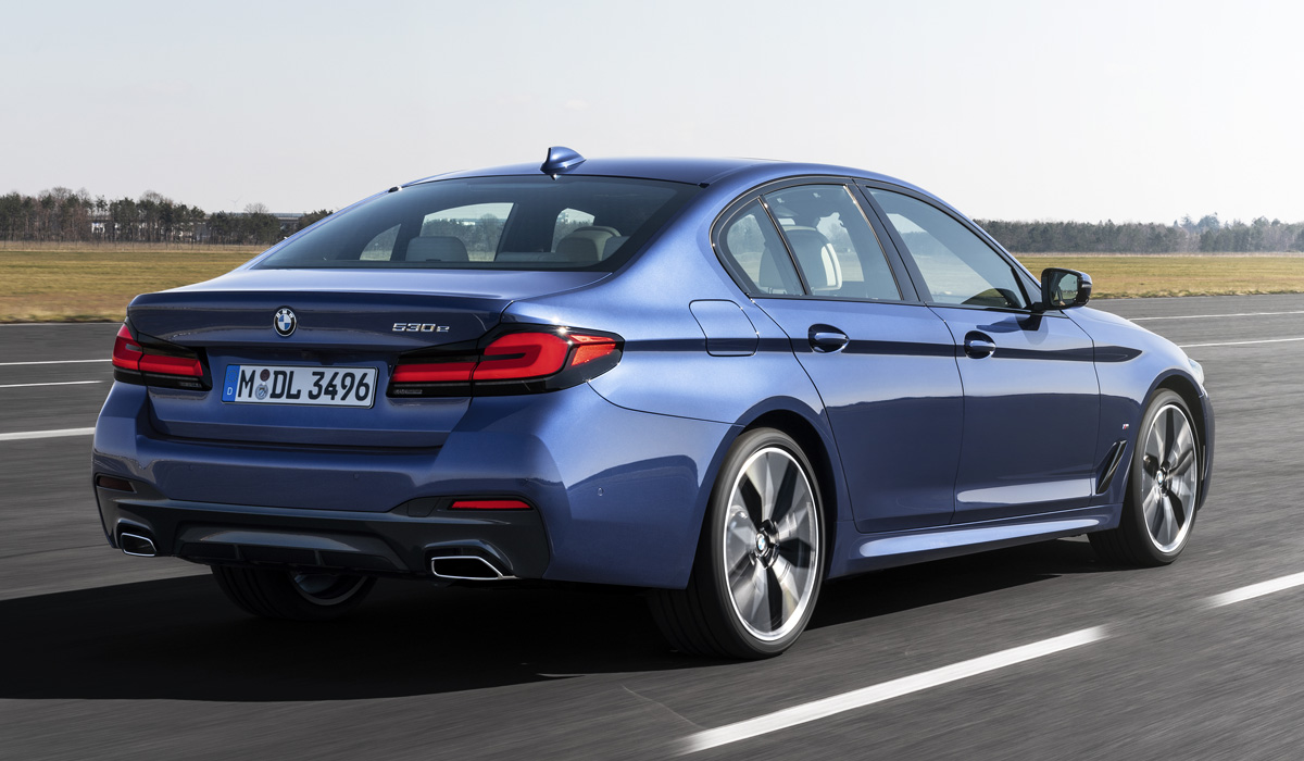 The set of engines on the Russian market will not change, except that the m550d version (400 HP) has disappeared: BMW refuses the complex and expensive four-turbo diesel