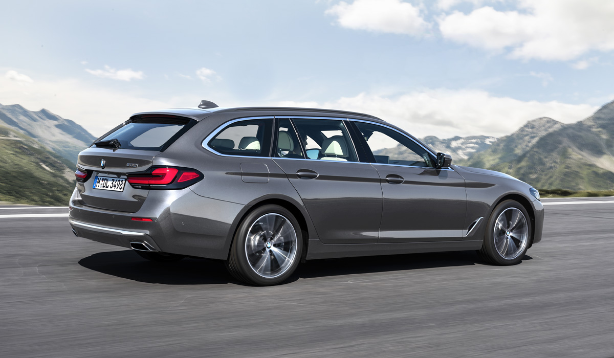 The range of fully charged hybrids has been significantly expanded. First, the existing modification of the BMW 530e with a two-liter turbocharger and an electric motor