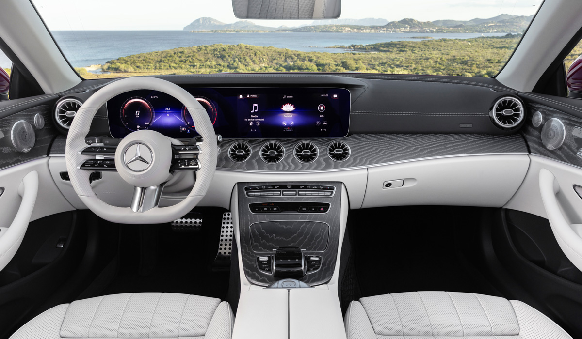 These two-doors are included in the e-class range, but according to the factory classification they are allocated to a separate family with the indices C238 (coupe) and A238 (convertible)