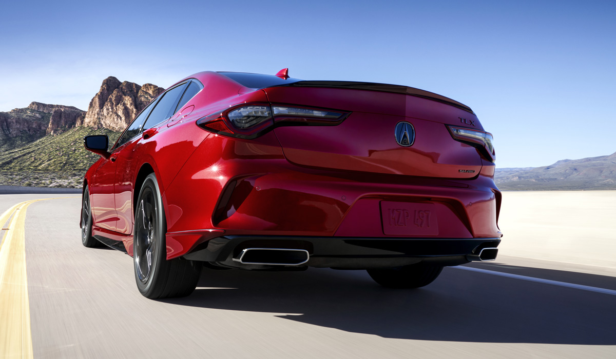 The outgoing mid-size Acura TLX sedan is not remembered for its bright character or outstanding sales. But instead of giving up on this segment and focusing on much more popular crossovers, Honda decided to take a risk and created a completely new model with great driver's ambitions.