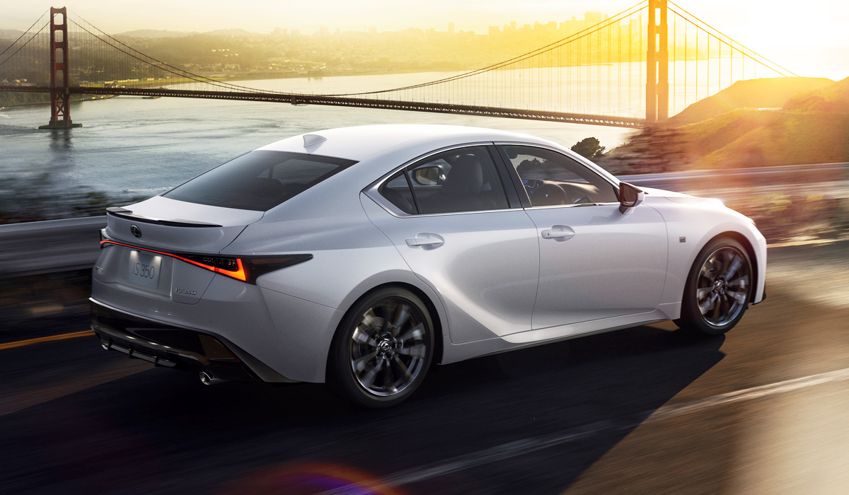 Новый Lexus IS для Японии: гибрид и Mode Black