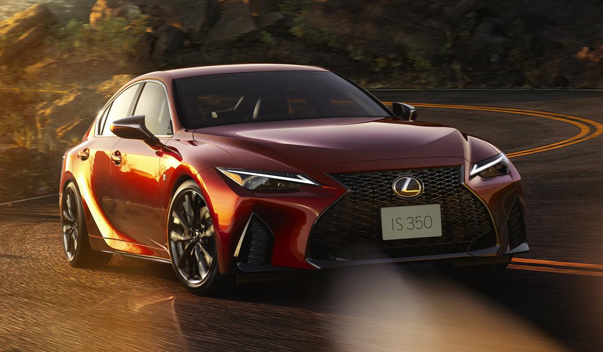 Новый Lexus IS для Японии: гибрид и Mode Black с задним или полным приводом