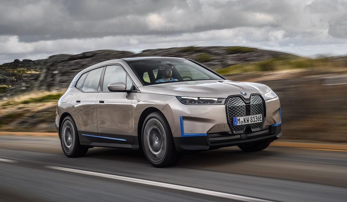 Электрокроссовер BMW iX представлен за год до выхода на рынок: производство кроссоверов запланировано на вторую половину 2021