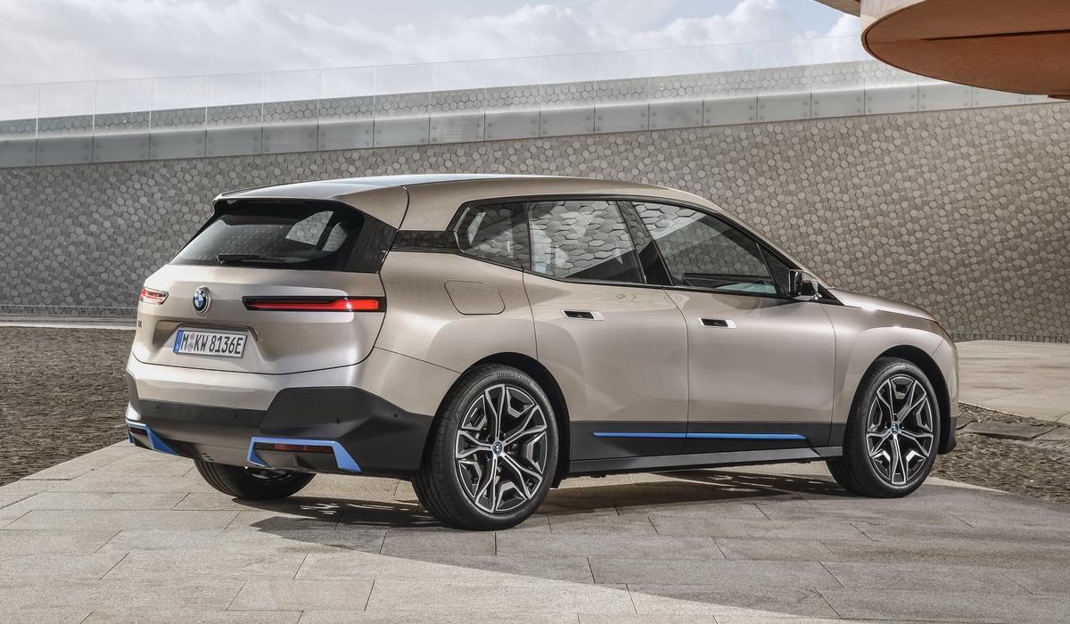 Электрокроссовер BMW iX представлен за год до выхода на рынок