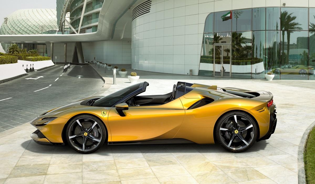Ferrari SF90 Spider: 1000-сильный флагман с открытым верхом