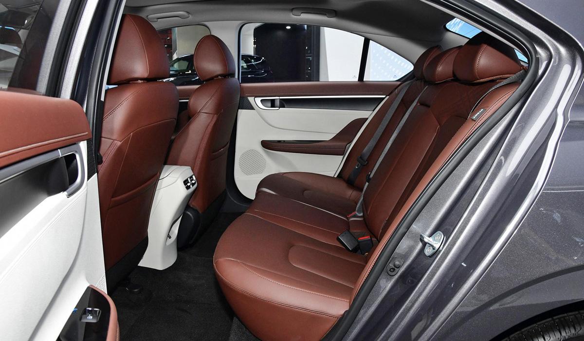 Седан Hyundai Mistra второго поколения щегольнул дизайном: между Elantra и Sonata