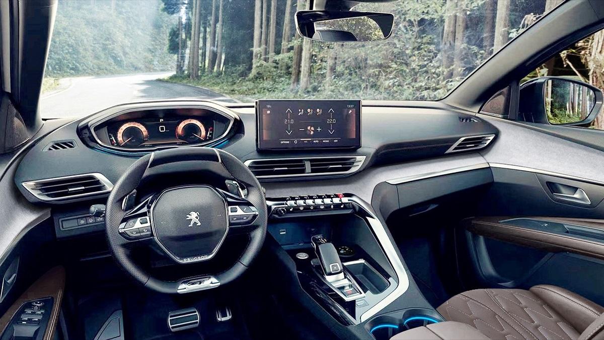 Паркетник Peugeot 4008 перенес ожидаемый рестайлинг