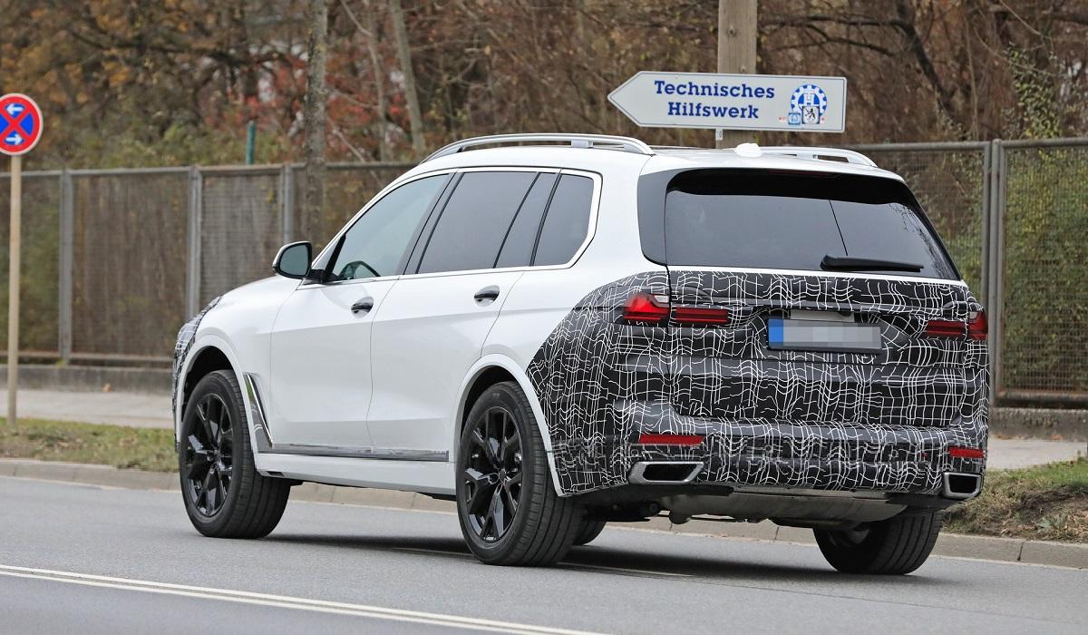 Обновленный BMW X7: первые шпионские фото