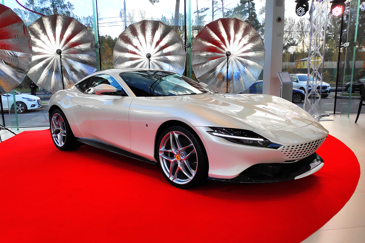 Ferrari в России: российская презентация новых суперкаров моделей F8 и Roma в ожидании кроссовера