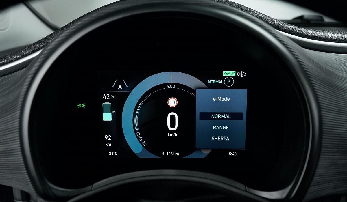 Электрический хэтчбек Fiat 500 представлен в третьей разновидности и обзавелся версией «3+1»