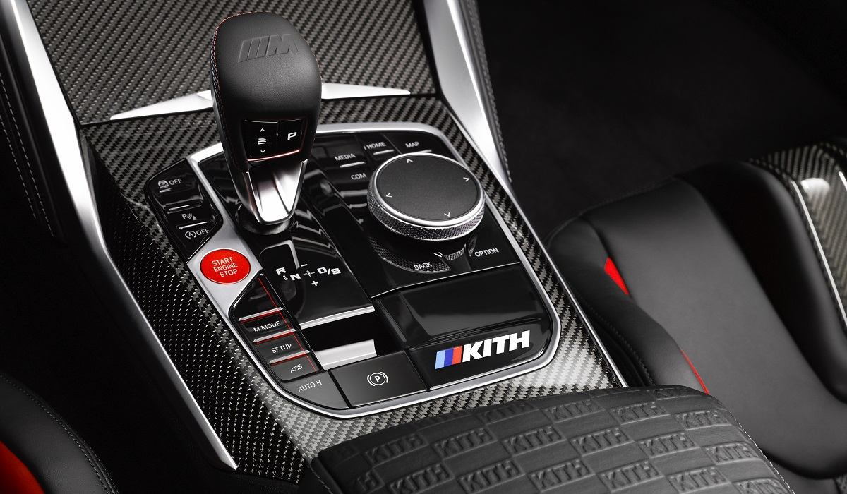 Эксклюзивное суперкупе BMW M4 Competition x Kith появится в России следующим летом.
