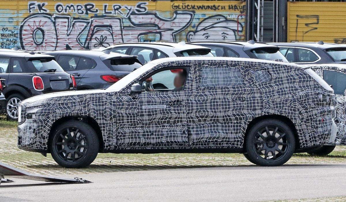 Кроссовер BMW X8 впервые попался фотошпионам