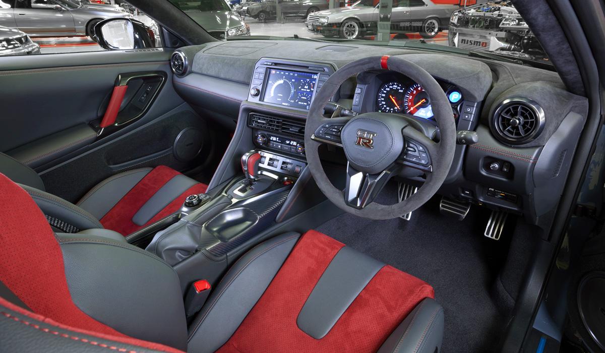 Суперкар Nissan GT-R Nismo: новый логотип и экономия на краске