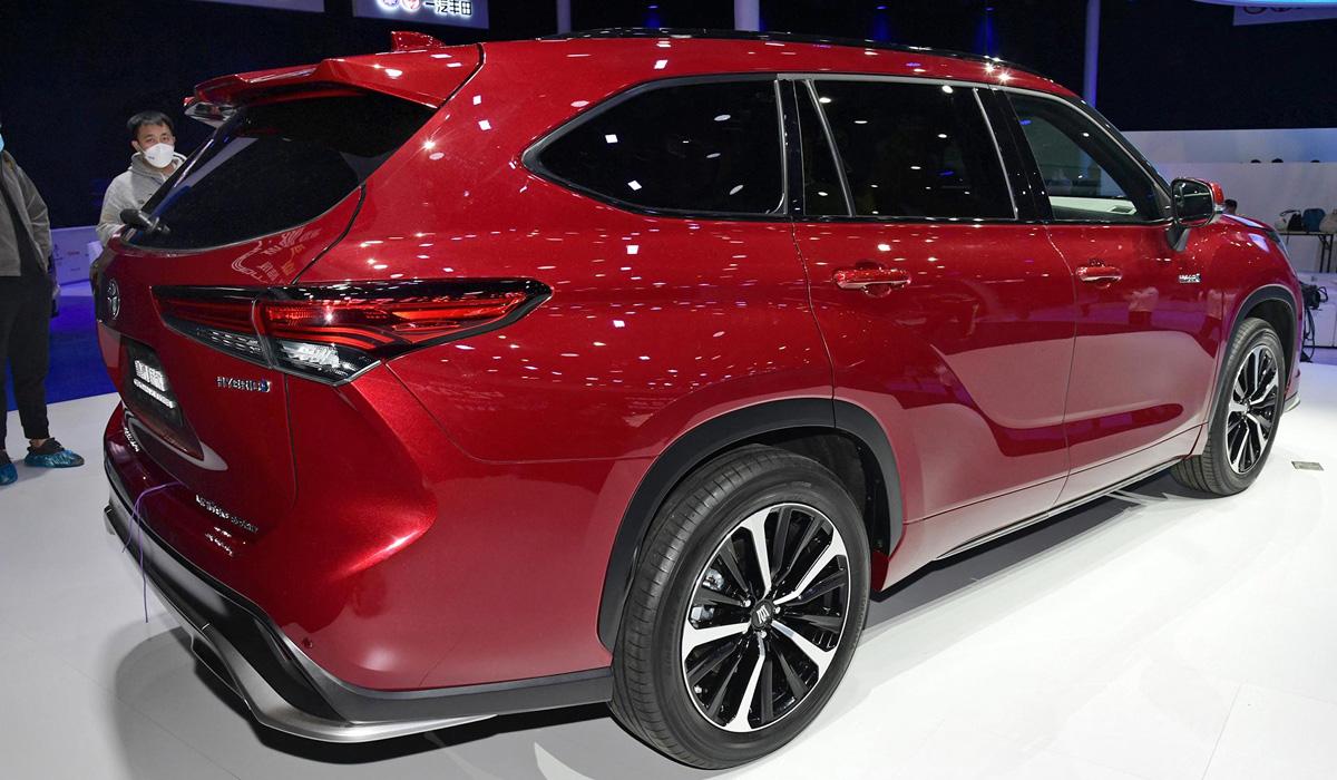 Семейство Toyota Crown: не только кроссовер, но и минивэн