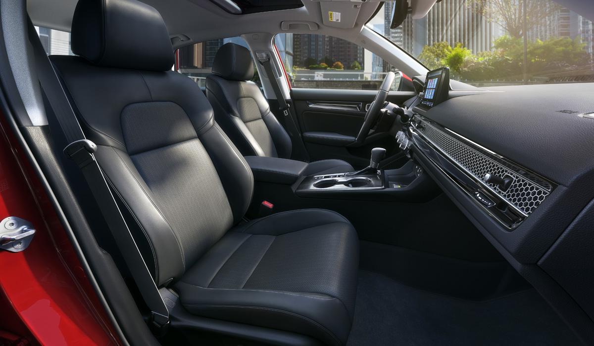 Новая Honda Civic одиннадцатого поколения выглядит традиционно и солидно: первым представлен седан