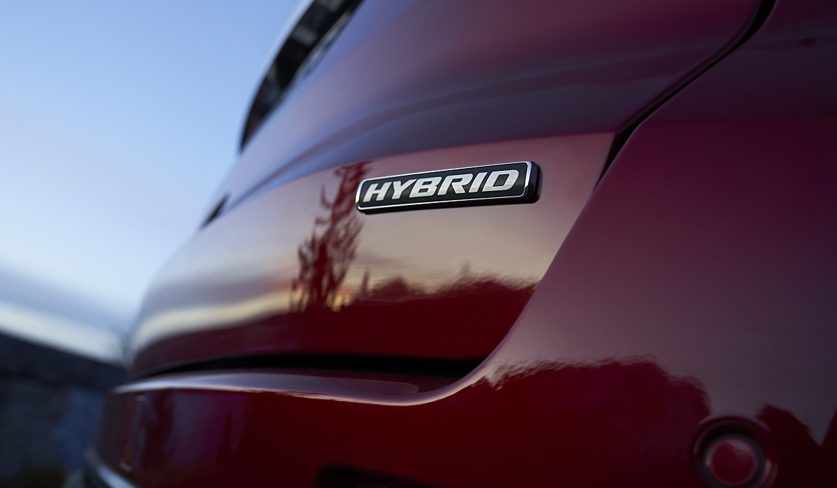 Минивэны Ford S-Max и Galaxy стали гибридами на закате карьеры