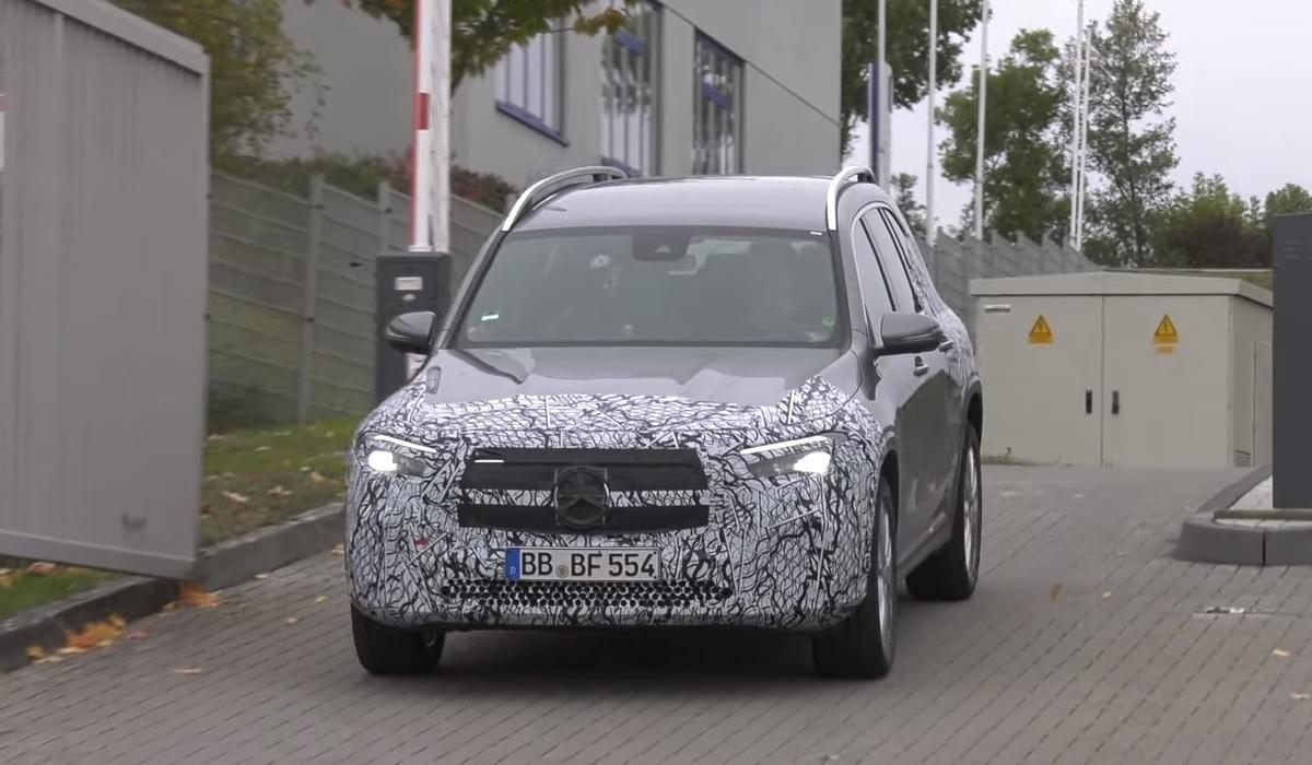 Mercedes Benz%20EQB - Электрические паркетники Mercedes EQA и EQB сбрасывают камуфляж