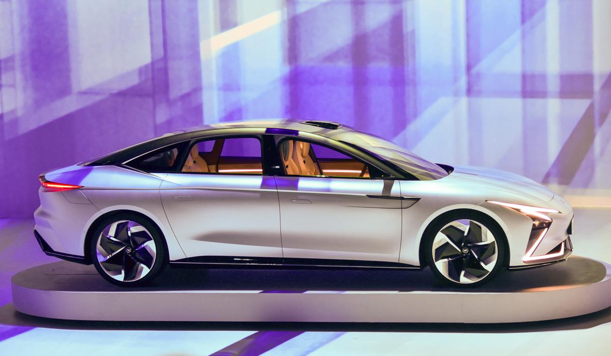 im sedan3 - Концерн SAIC представил электромобили под новой маркой IM