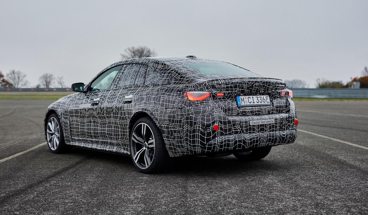 Электрический BMW i4 почти готов к премьере: камуфляж к лицу