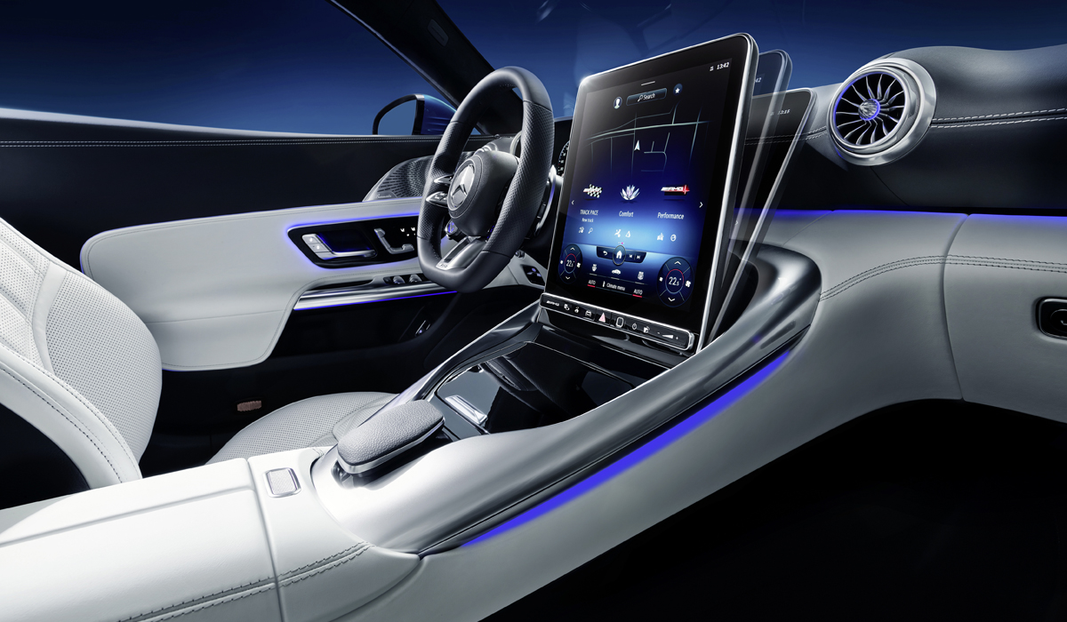 Рассекречен интерьер нового кабриолета Mercedes-AMG SL