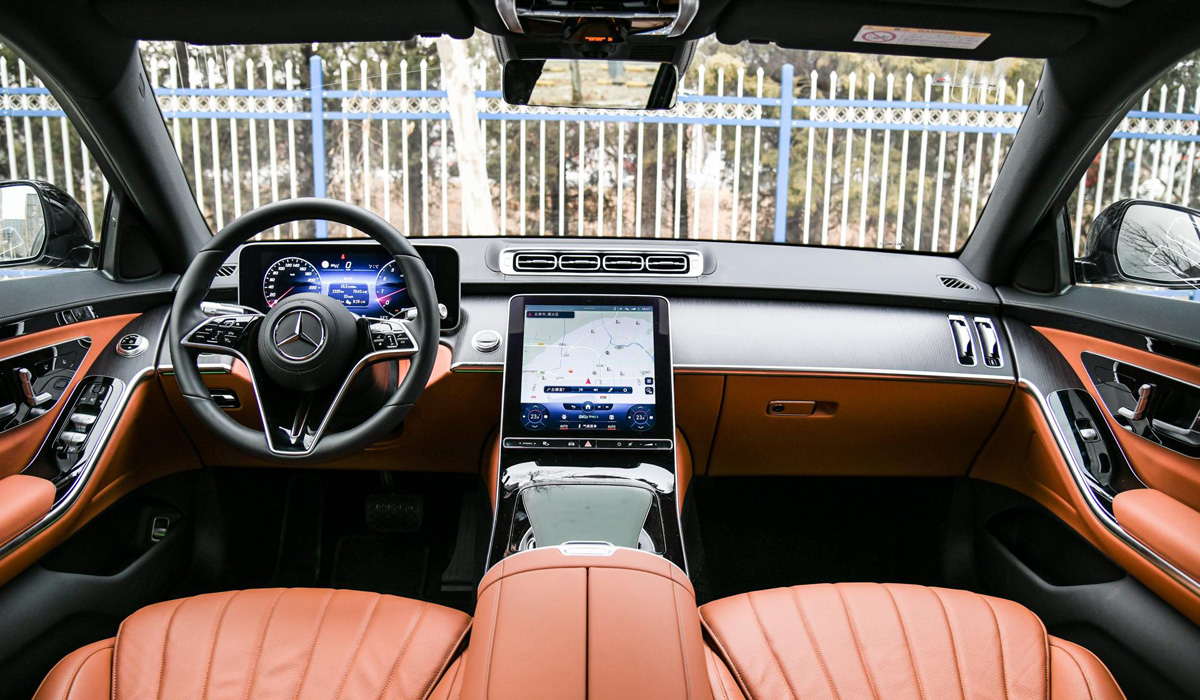 Новый Mercedes-Benz S 400 L: младшая бензиновая версия