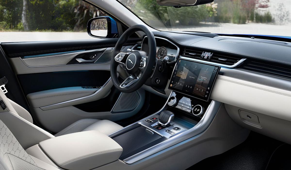 Обновленный Jaguar XF: объявлены цены и открыли прием заказов в России