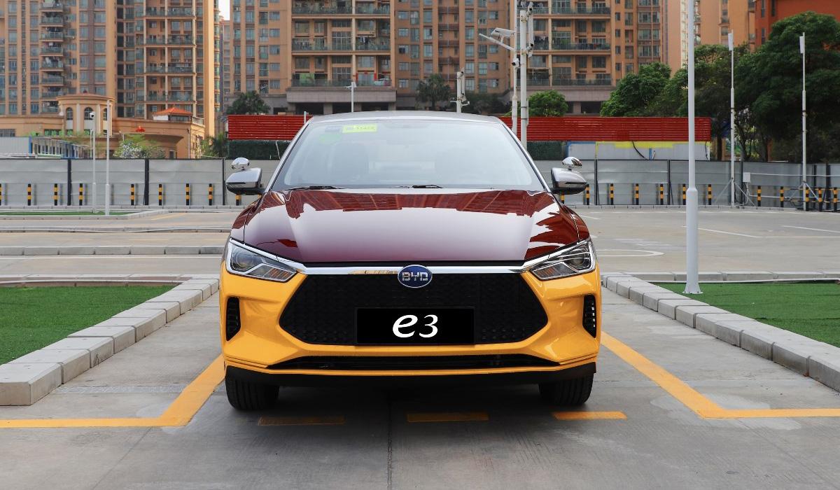 Электромобиль BYD e3 для автошкол — с имитацией «механики»