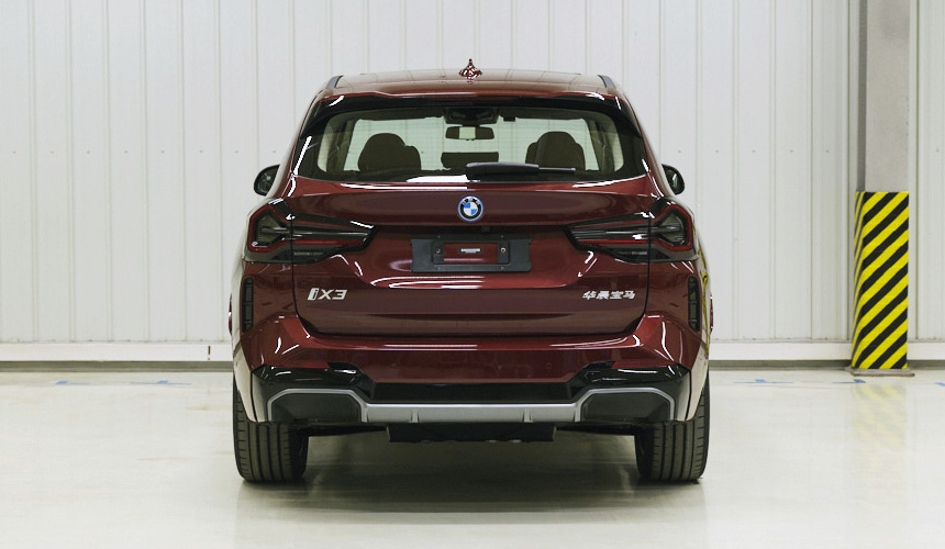 Обновленный BMW X3: фото без камуфляжа