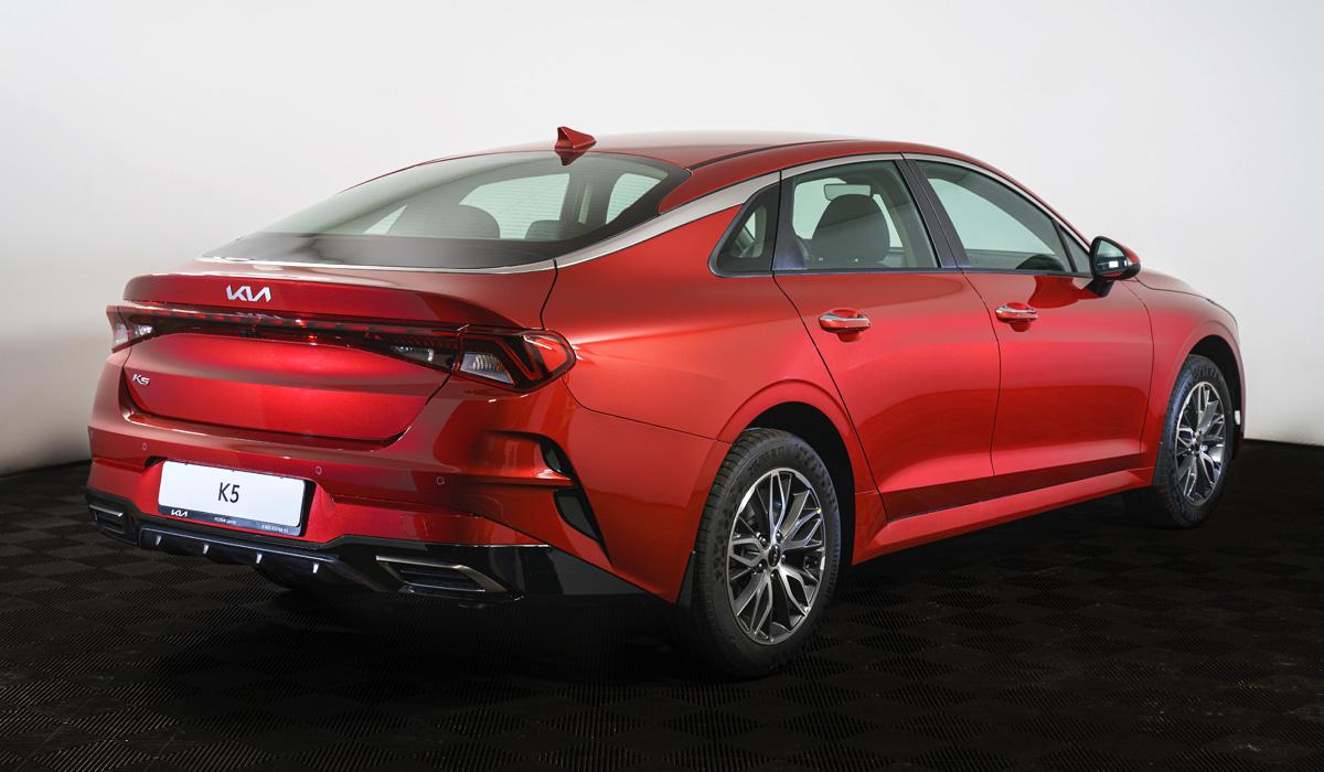 Седан Kia K5 стал богаче к новому модельному году