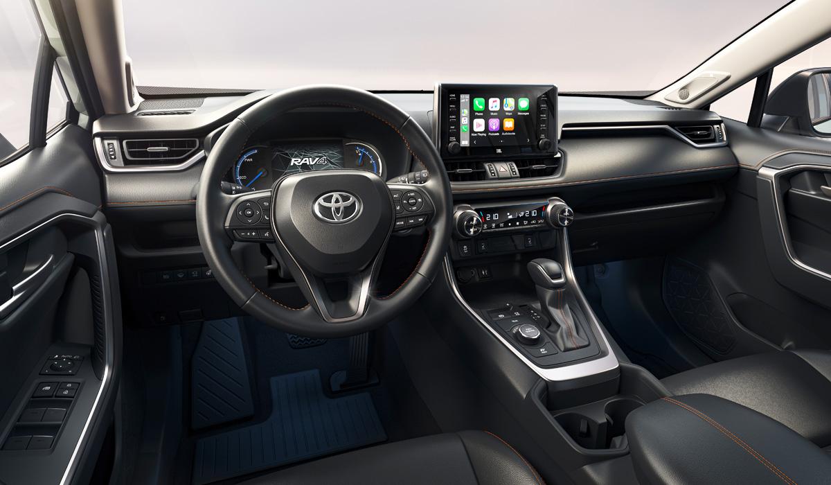 Toyota RAV4 обрела новые фары и расширенное оснащение