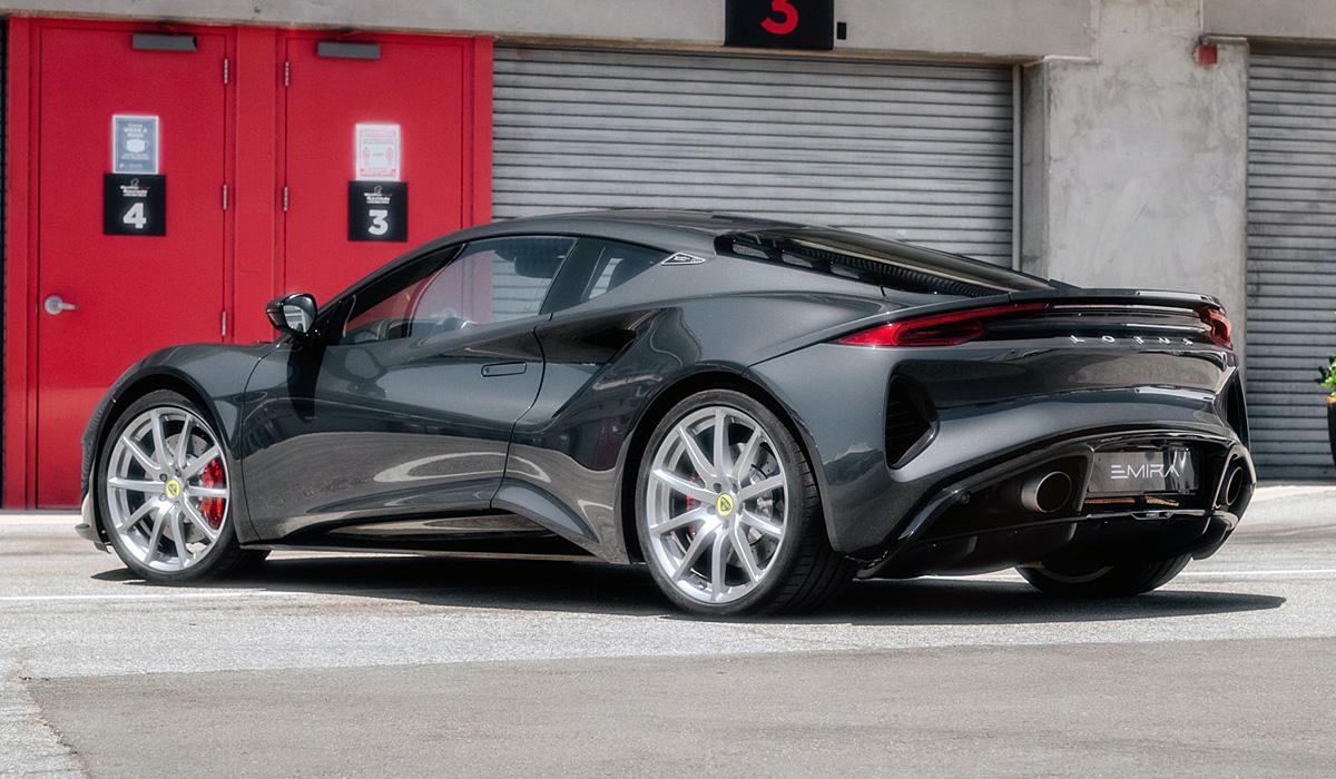 Объявлены характеристики нового суперкара Lotus Emira