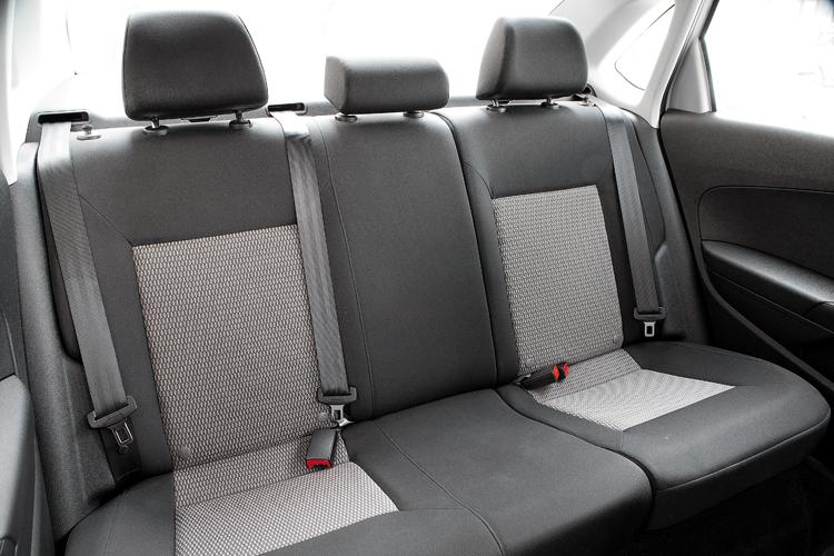 как снять заднее сиденье в фольксвагене поло