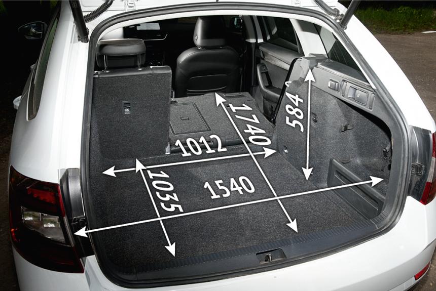 Багажники лифтбека (первый слайд) и универсала (второй слайд)  почти неотличимы в объеме под шторкой (568—588л по паспорту и 582—617л в наших шариках). Combi предпочтительнее только при перевозке высокой и объемной поклажи, а также спецгрузов — например, собак