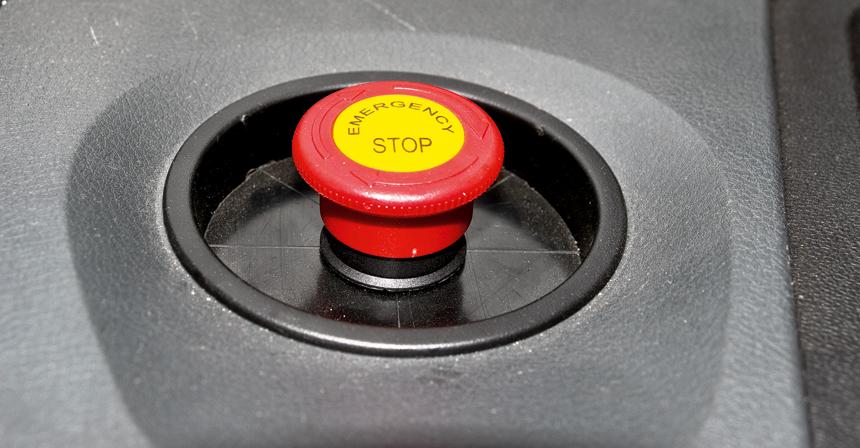 На месте подстаканника — кнопка аварийного отключения электросистемы