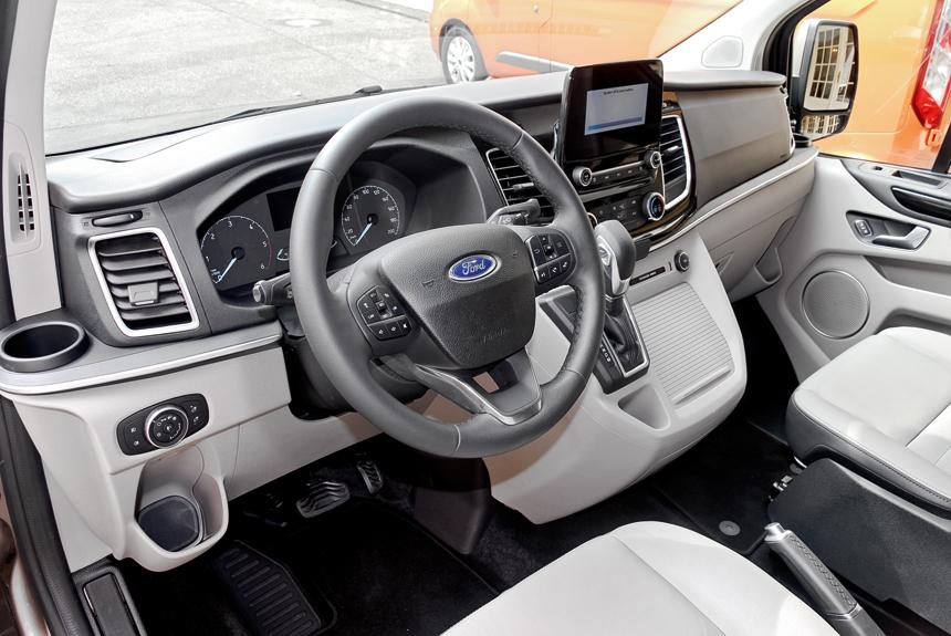 Новая передняя панель пассажирской версии Tourneo Custom