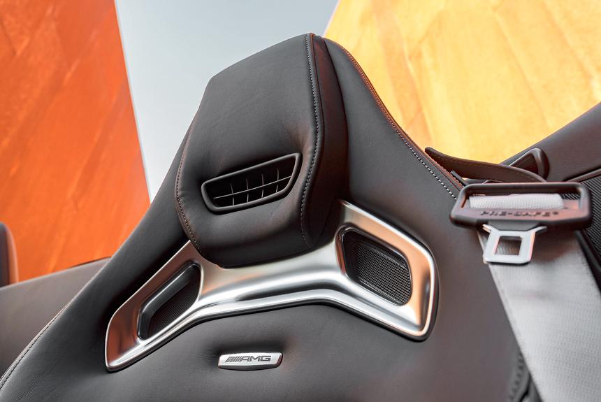 Обогревателями шеи Airscarf оснащался и предшественник SLS Roadster