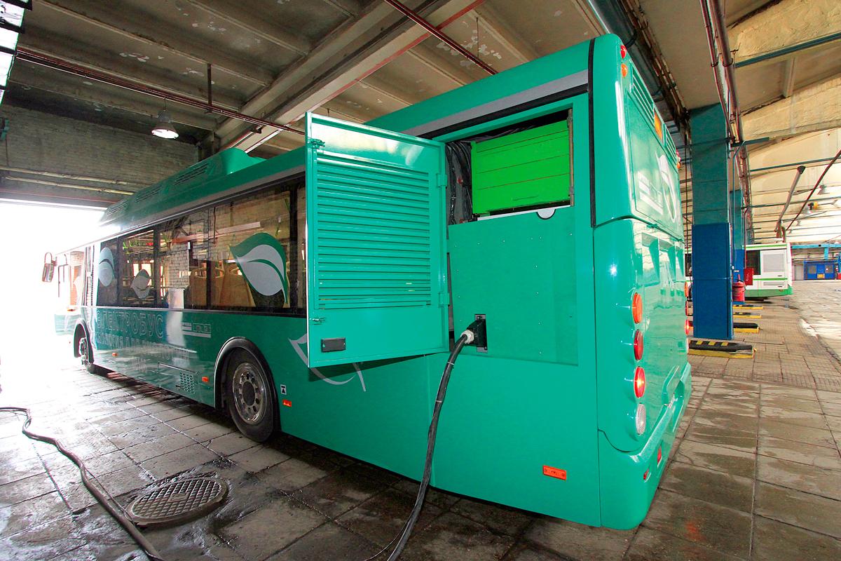 Первый образец электробуса ЛиАЗ