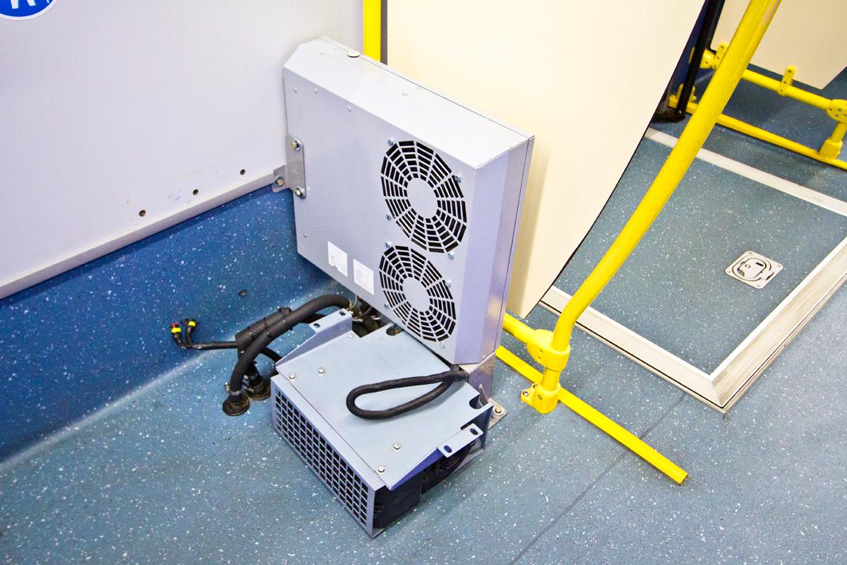 Воздушная завеса и печка отопления салона (сиденье над ним еще не установлено)