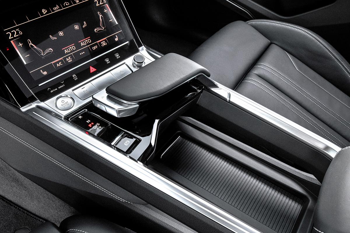 Е-Тролль: первый серийный электромобиль Audi в арабских песках