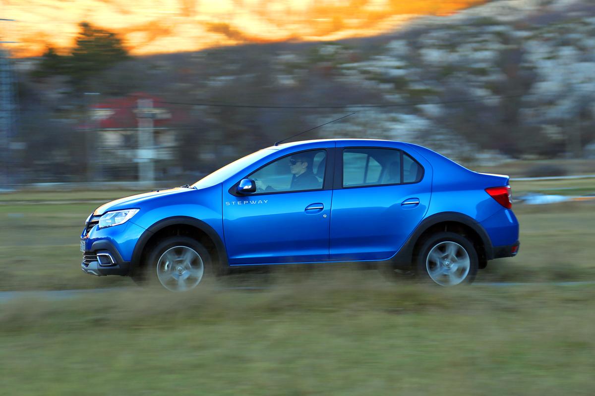 Знакомимся с серийным седаном Renault Logan Stepway на дорогах Черногории