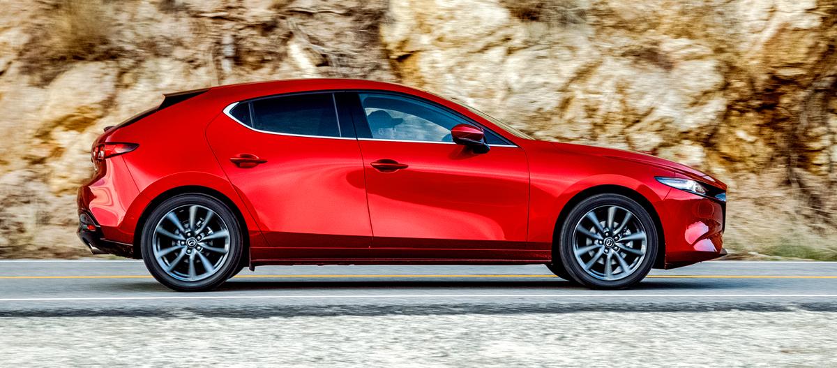 Новая Mazda 3, макет позвоночника и суета вокруг таза