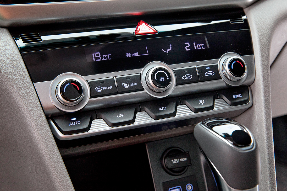 Дизайн новый, начинка прежняя: рестайлинговый седан Hyundai Elantra на дорогах Карелии