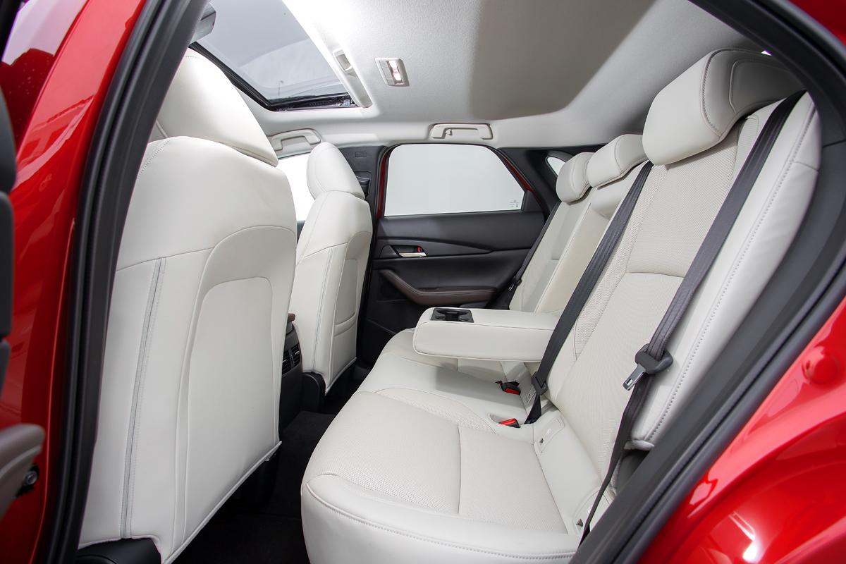 Заменит ли Мазду 3 компакт-кроссоверная Mazda СХ-30 с двухлитровым мотором?