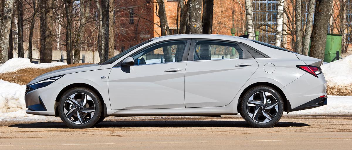 Седан Hyundai Elantra нового поколения: что он противопоставит хищникам?