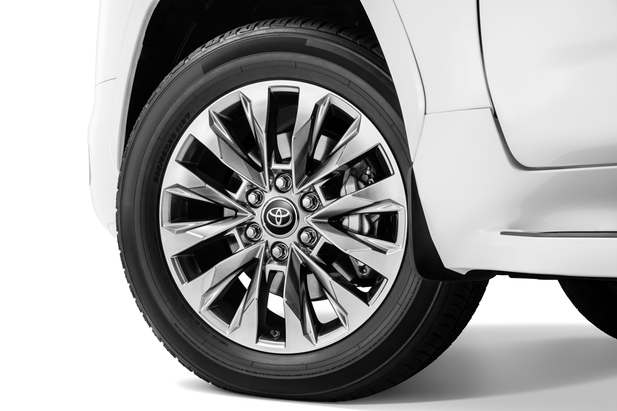Новый внедорожник Toyota Land Cruiser 300, или Крузак, который улыбается