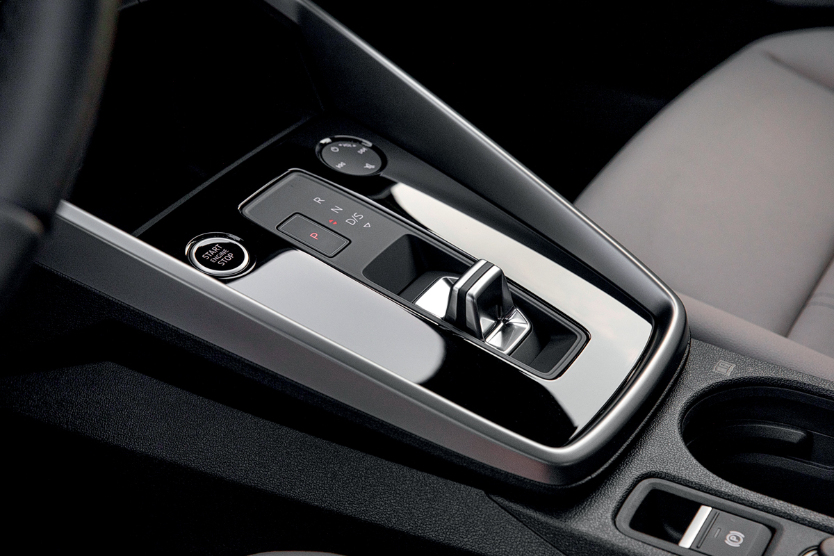 Главный экспонат: что общего у питерского стрит-арта и Audi A3 нового поколения?
