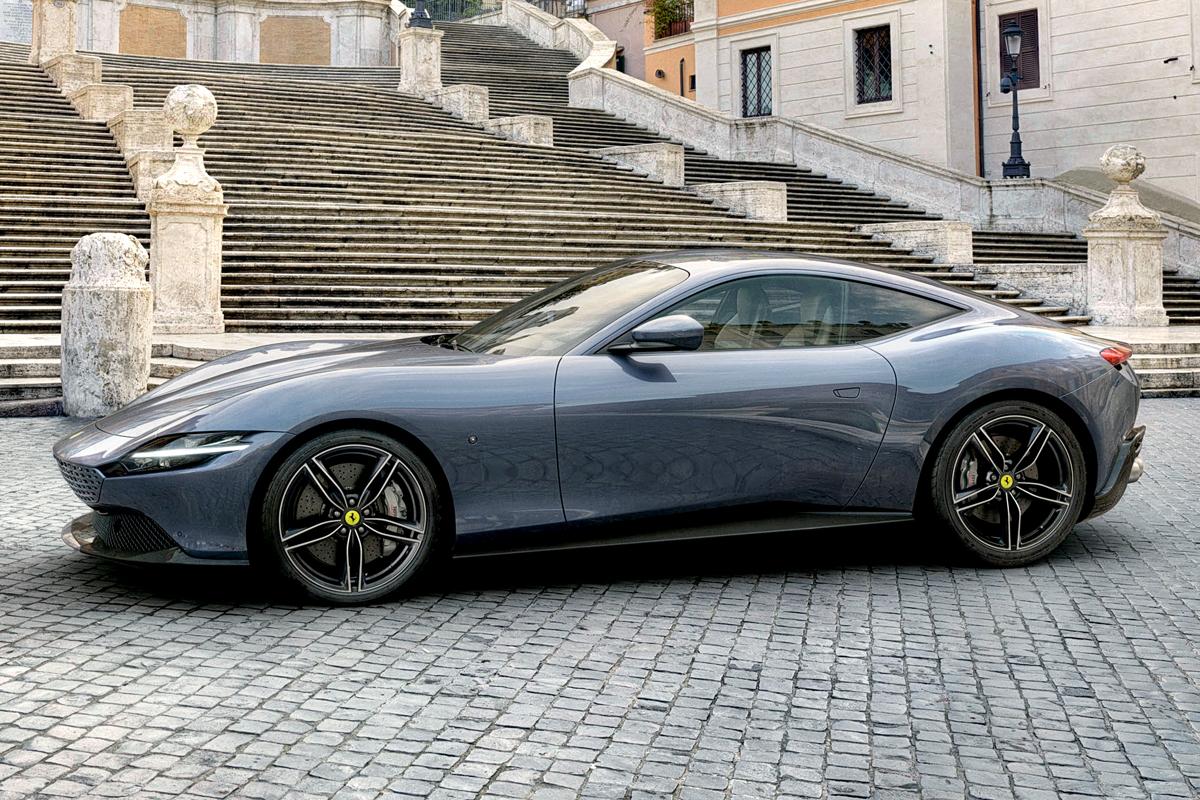 На второй год существования рейтинг-теста Авторевю, надеемся, вы уже запомнили: жюри не определяет десятку любимчиков, а формирует свой шорт-лист математически, выставляя баллы по четырем критериям. И все же, если бы у нас была только одна категория — «хочу», то… Самый желанный автомобиль — Ferrari Roma? Увы, никакой романтики: Ferrari набирает здесь лишь 83 балла, в то время как «победитель-мечта» тот же, что и в абсолюте, — Land Rover Defender (102)! На третьем месте по желанности — Porsche Taycan (82)